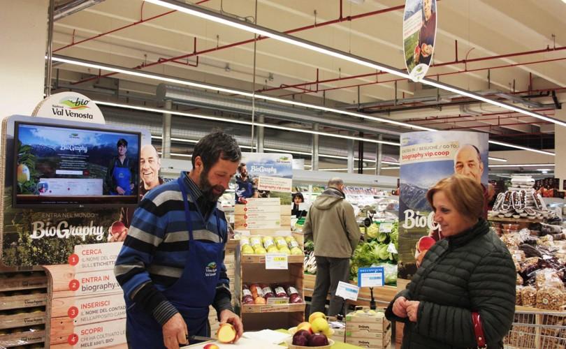 BioGraphy. Christian Pohl nel punto vendita Coop Centro Italia di Terni