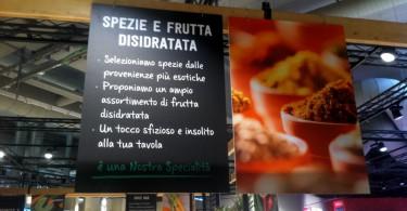 Il banco delle spezie e della frutta secca disidratata