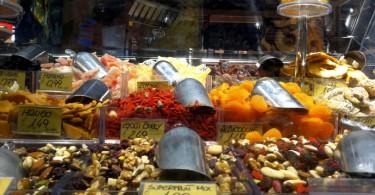Carrefour Carugate - il banco delle spezie e della frutta secca disidratata