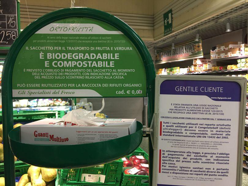 Sacchetti biodegradabili per la frutta, si possono portare da casa