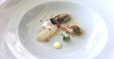 Ostriche, tartufo di mare e scampi con una granita di ciliegie