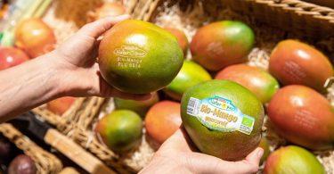 Mango con etichetta laser in Spar. Credit foto: ©SPAR / Evatrifft