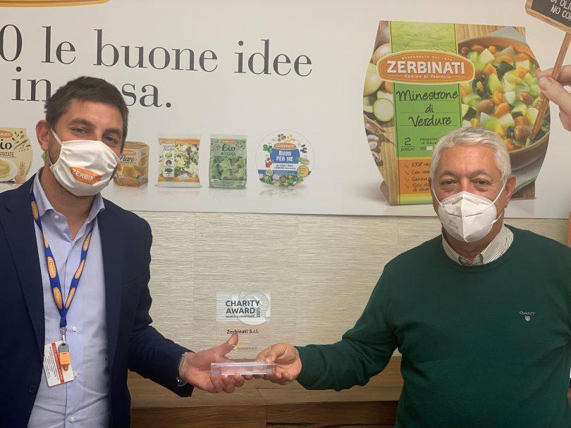 Simone Zerbinati, direttore generale della Zerbinati, e Franco Ballocco di Banco Alimentare Piemonte alla consegna del Charity Award 2020